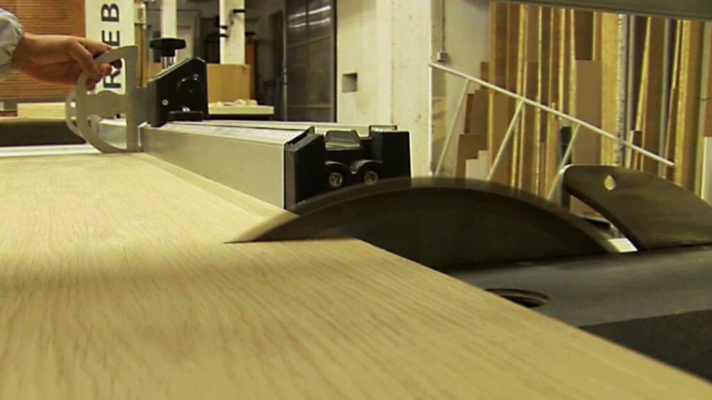 falegnameria laboratorio taglio legno quarto dettaglio